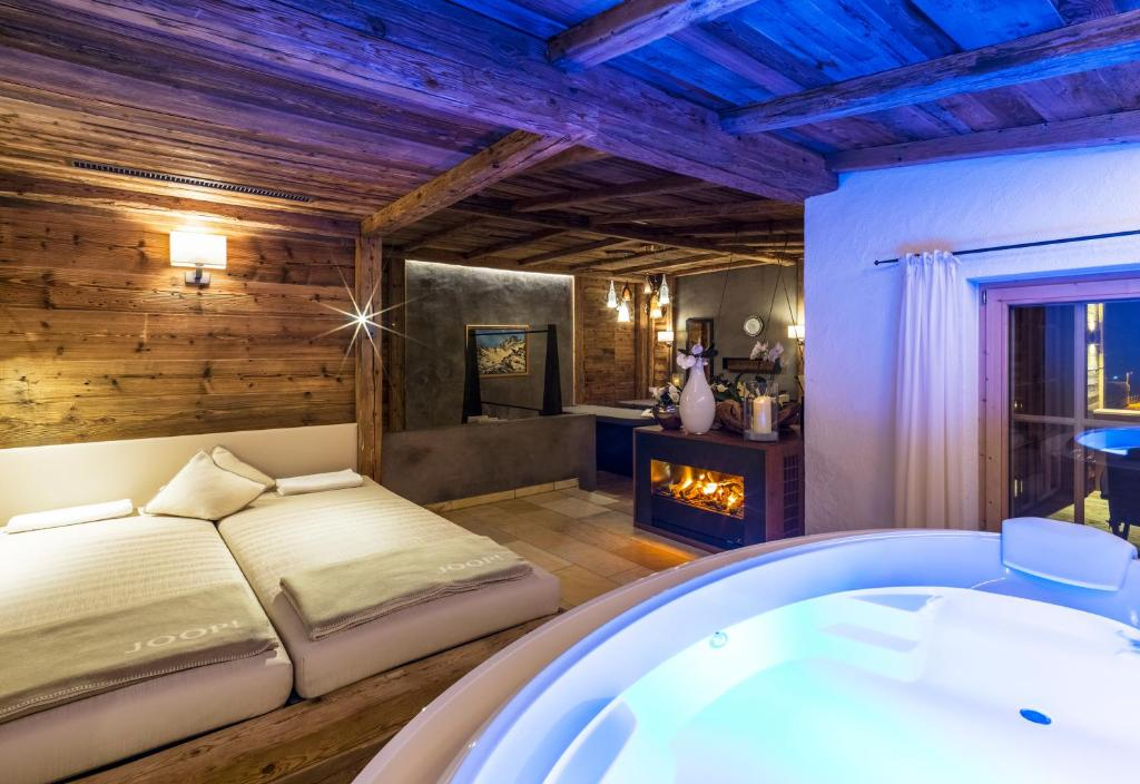 relais ch teaux spa hotel jagdhof neustift im stubaital book your hotel with viamichelin. Black Bedroom Furniture Sets. Home Design Ideas