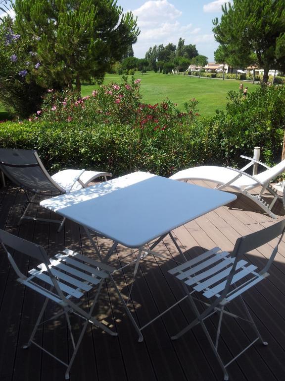apartment birdy la grande motte france. Black Bedroom Furniture Sets. Home Design Ideas