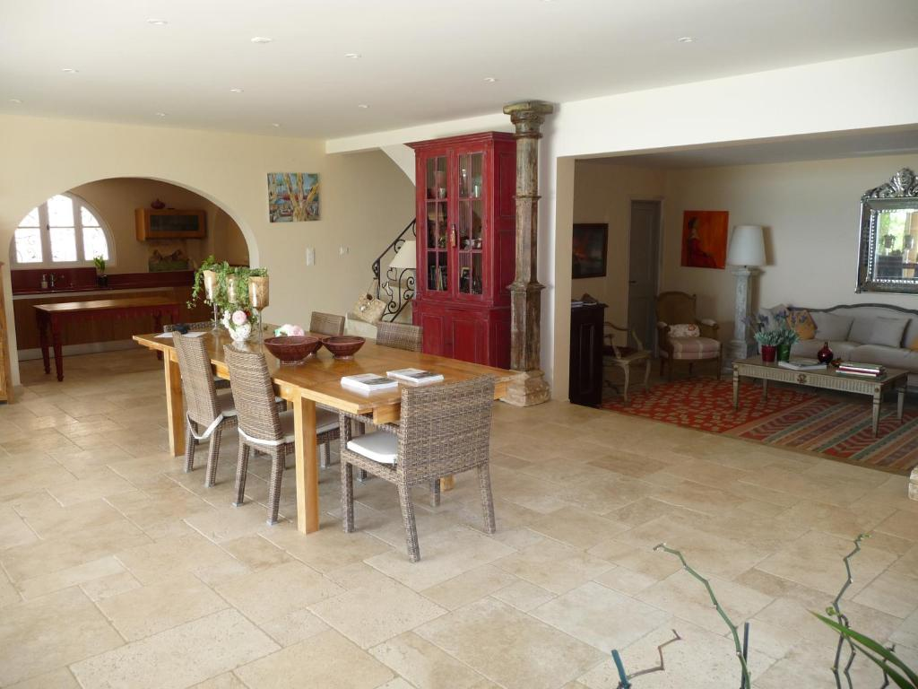 maison d 39 h tes les 3 les chambres d 39 h tes la croix valmer dans le var 83. Black Bedroom Furniture Sets. Home Design Ideas