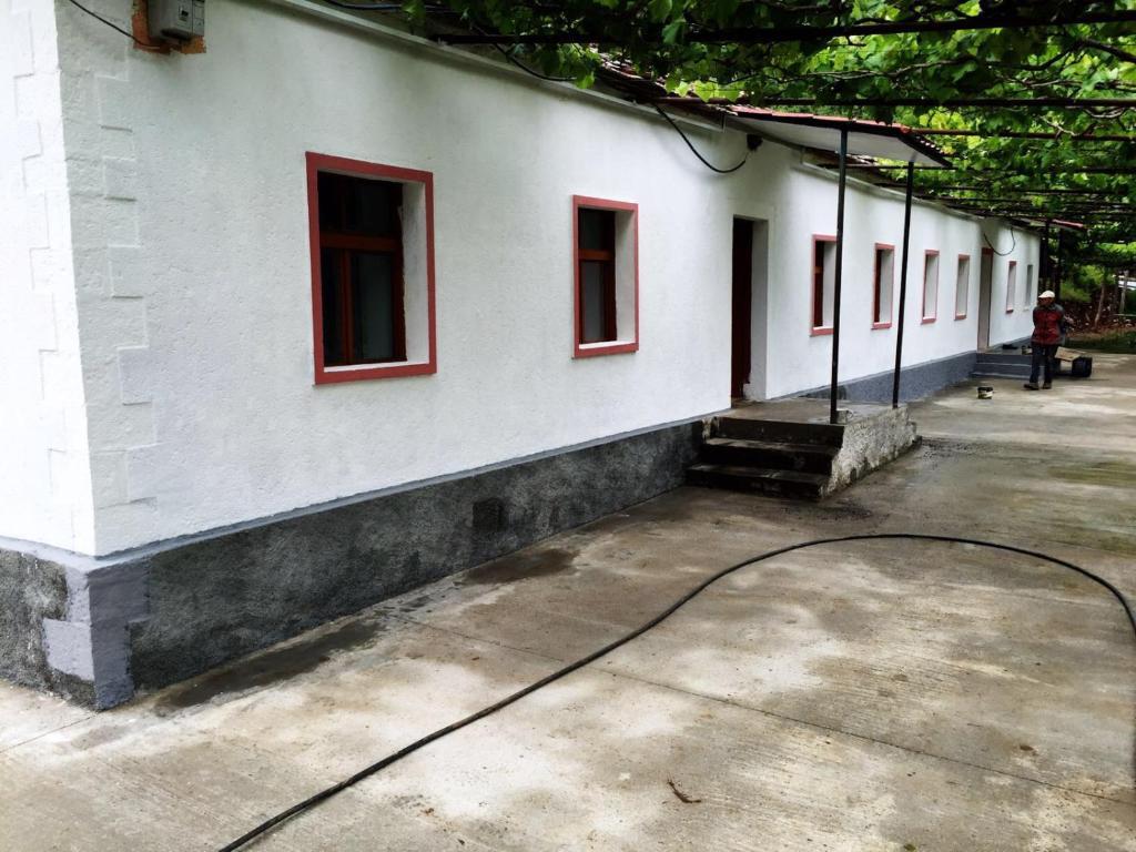 Hostel ferry berisha puk reserva tu hotel con viamichelin for Cuarto de zanty ferry