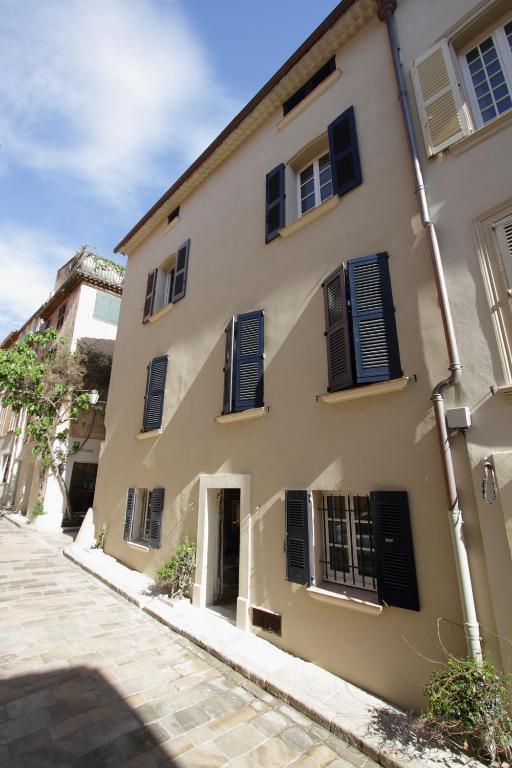 La maison du clocher locations de vacances saint tropez for 1313 la maison du cauchemar