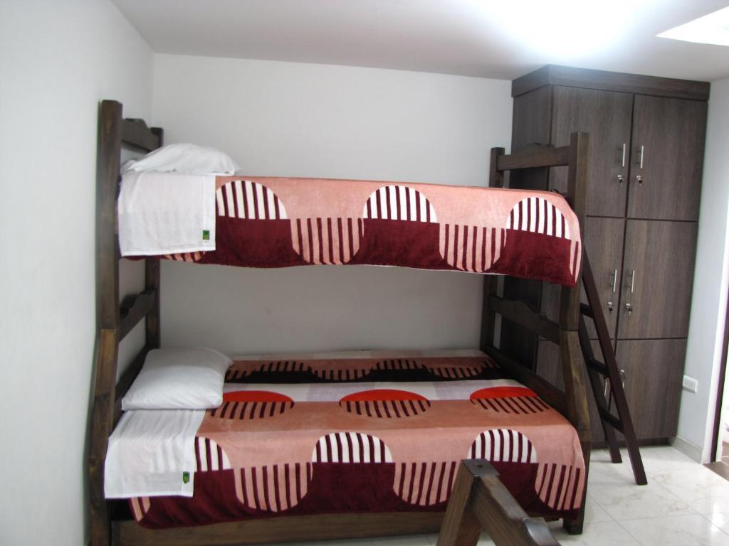 El cable hostal manizales reserva tu hotel con viamichelin for Habitaciones familiares santander