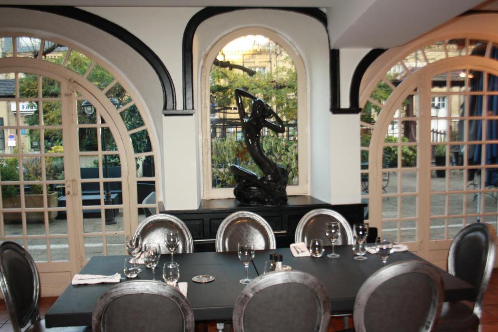la truffe noire brive la gaillarde reserva tu hotel con viamichelin. Black Bedroom Furniture Sets. Home Design Ideas