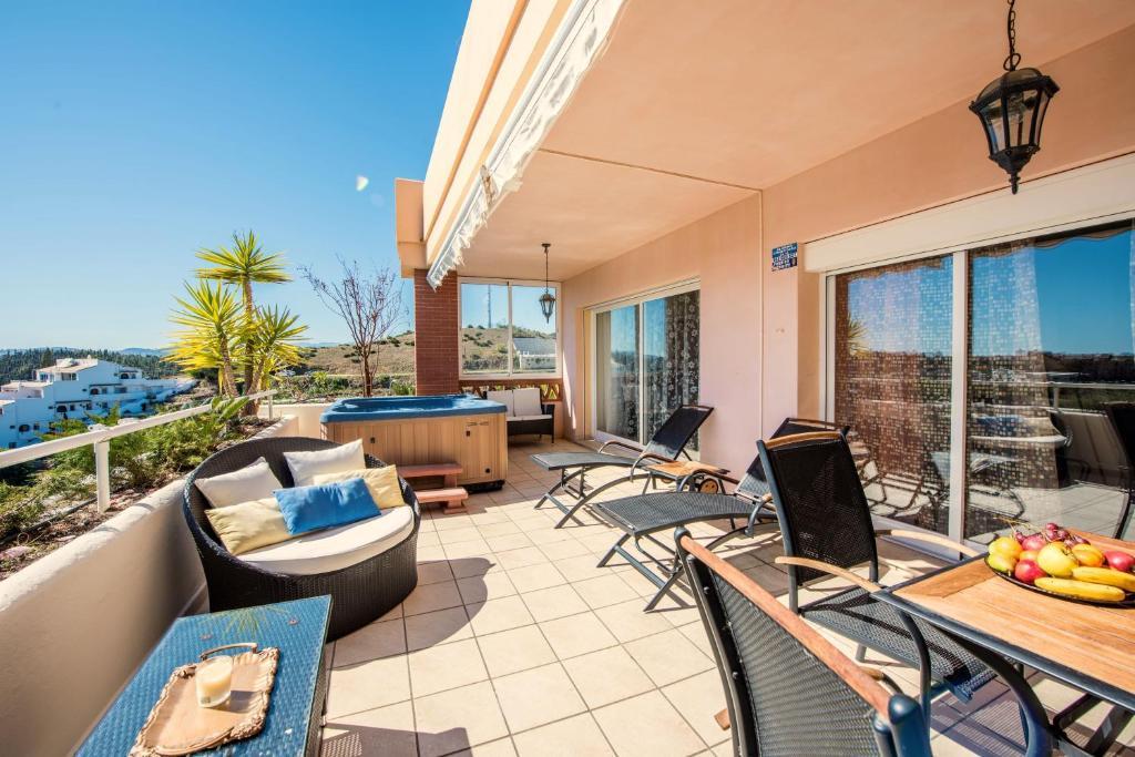 Malibu mansions apartments apartments mijas costa for Malibu mansions for rent