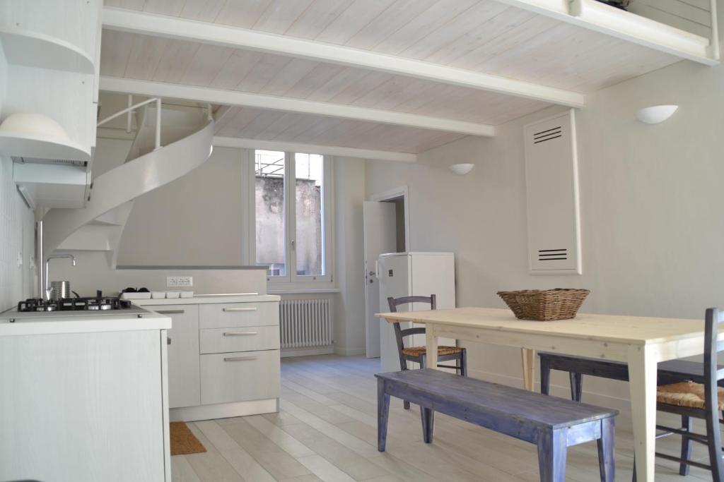 Terra azzurra appartamento finale ligure - Mobili finale ligure ...