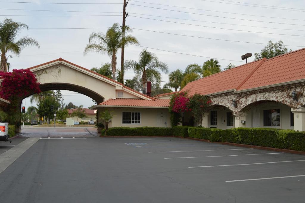 Dynasty Suites Hotel Redlands Ca