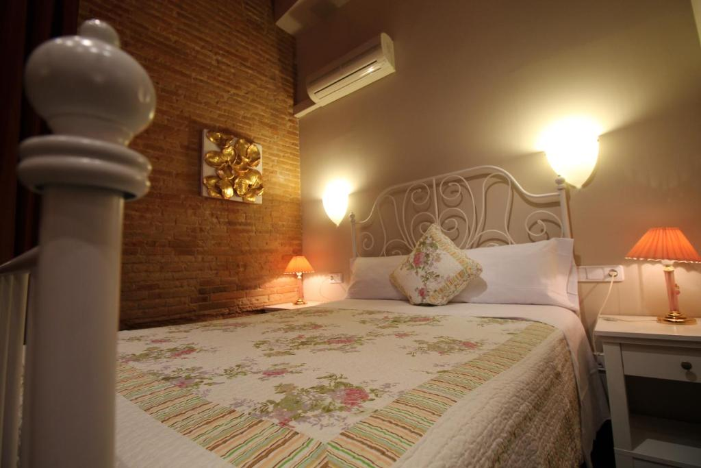 chambres d 39 h tes hostal orleans chambres d 39 h tes barcelone. Black Bedroom Furniture Sets. Home Design Ideas