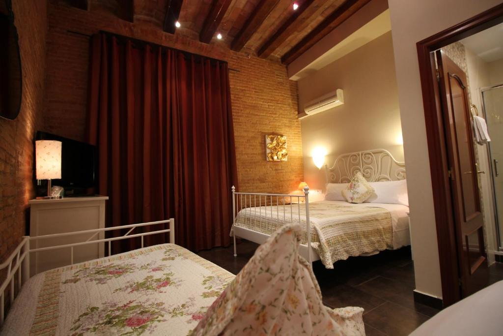 Chambres d 39 h tes hostal orleans chambres d 39 h tes barcelone for Chambre d hotes orleans