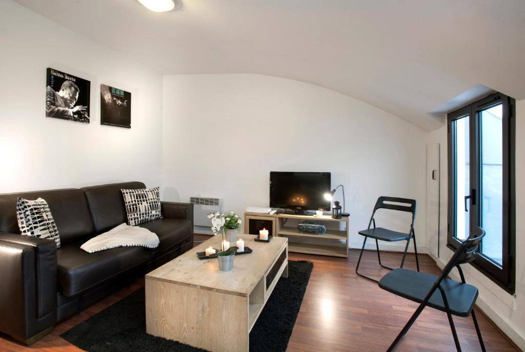 Célèbre Appartement Sous les toits de paris Montmartre, Appartement Paris OX98
