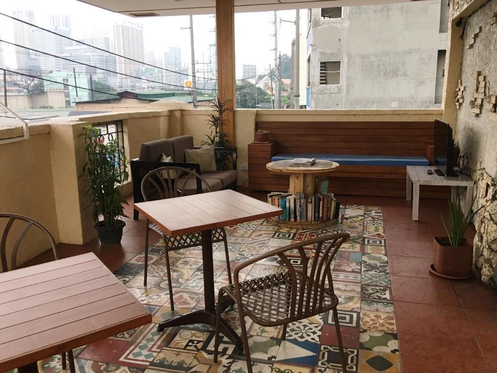 1 River Central Hostel