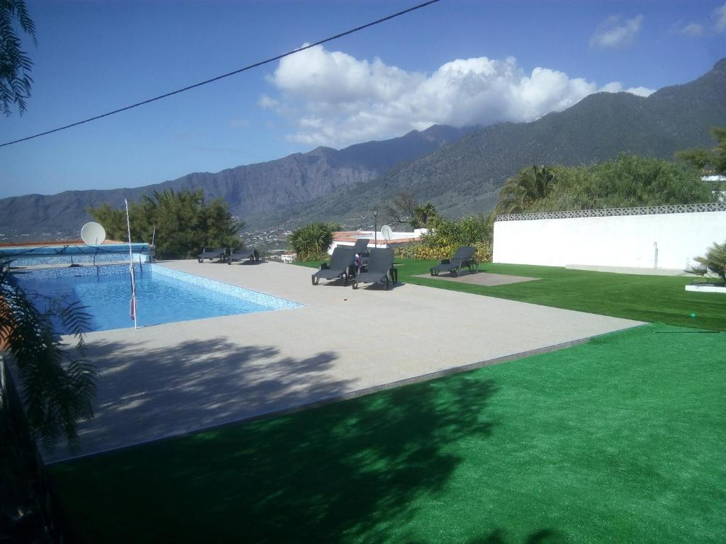 Los guanches bungalows el paso online booking for The garden pool el paso