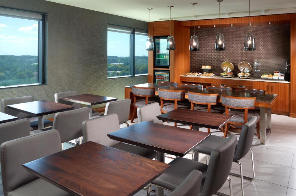 Peachtree Parkway Restaurant With A Private Room