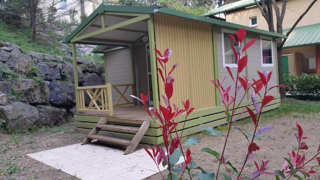 Camping les sources camping saint jean du gard dans le for Camping dans le gard avec piscine