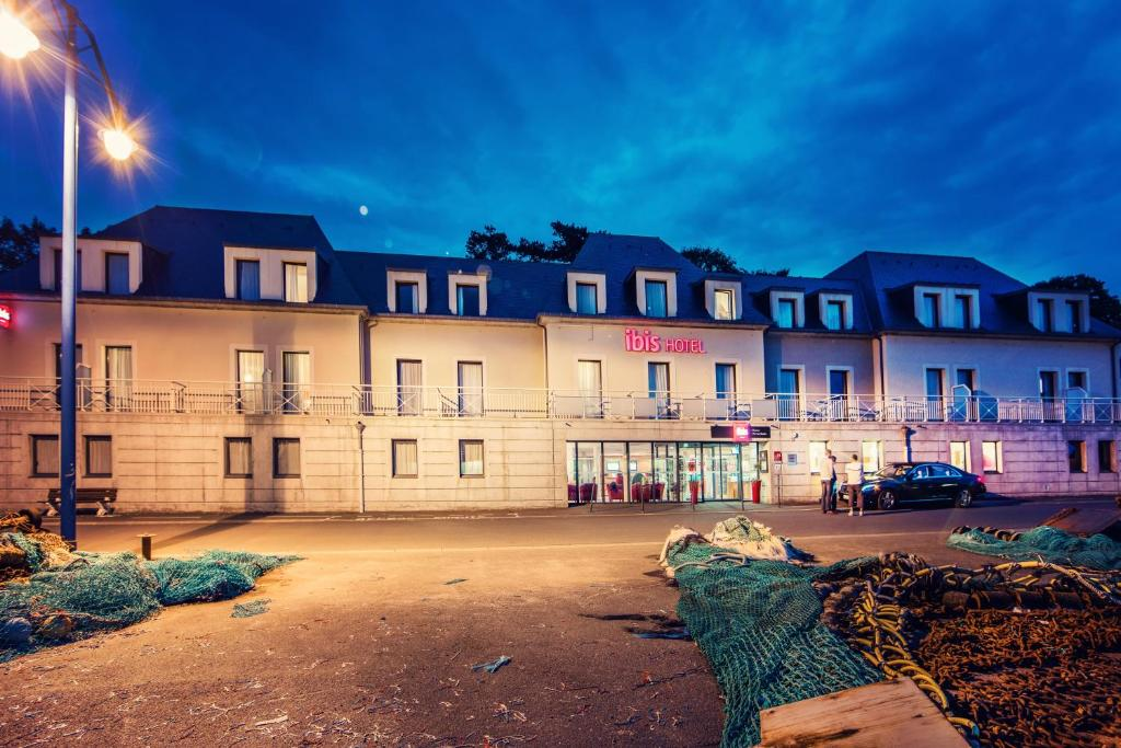 Hotel ibis bayeux port en bessin port en bessin huppain - Restaurant l ecailler port en bessin ...