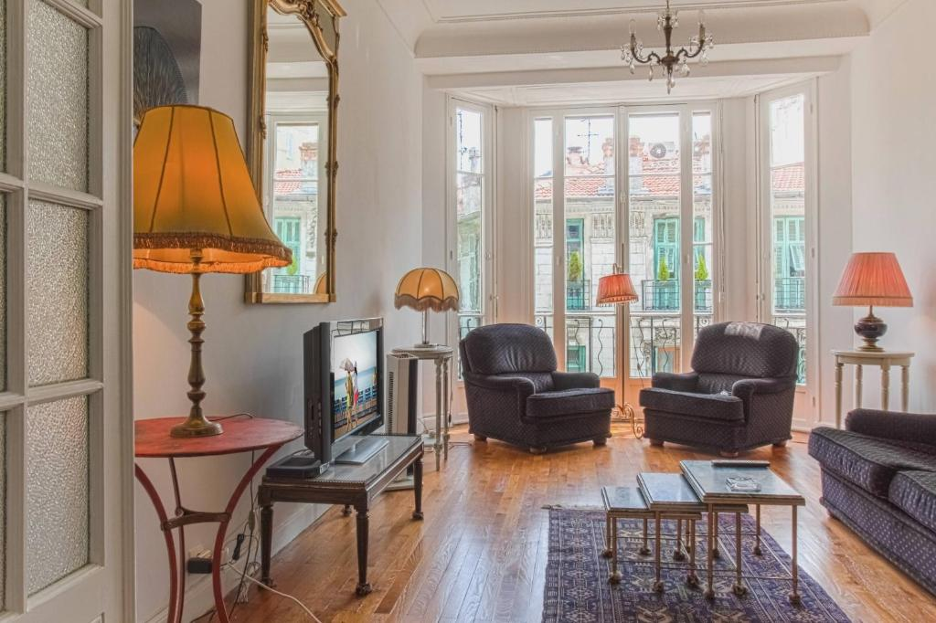 Appartement rivoli 3 bedrooms apt with sea view locations for Chambre d hotes rivoli