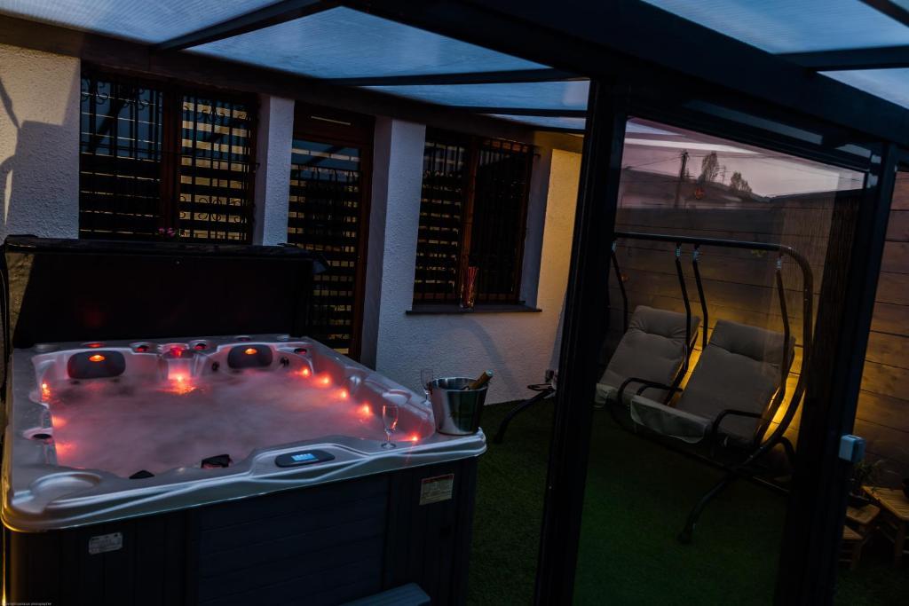 vacation home loft jacuzzi privatif aucamville france. Black Bedroom Furniture Sets. Home Design Ideas
