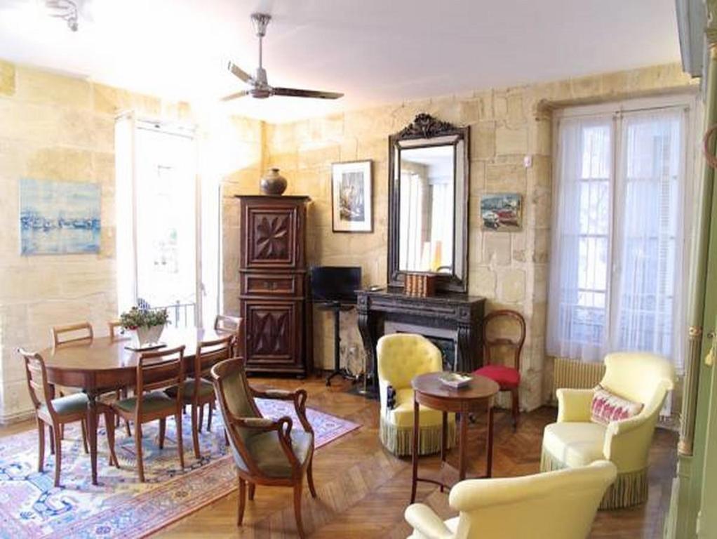 Appartement porto riche appartement bordeaux en for Appartement bordeaux