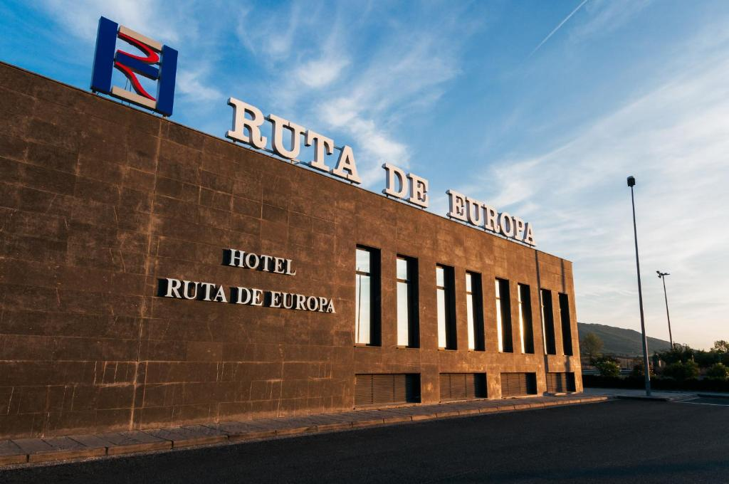 Hotel ruta de europa vitoria book your hotel with for Hotel jardines de uleta vitoria