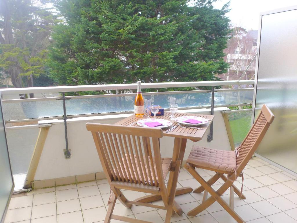 Apartment le crystal apartment in dinard en ille et for Appart hotel dinard