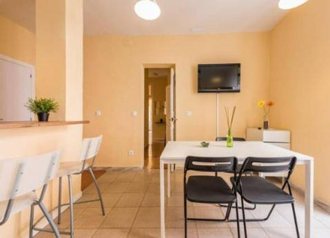 Centro puerta del sol apartments madrid reserva tu for Puerta del sol apartamentos