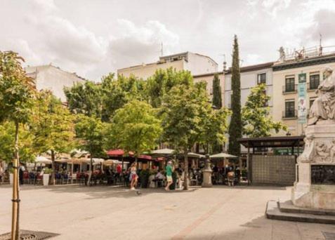 Centro puerta del sol apartments madrid informationen for Del sol centro