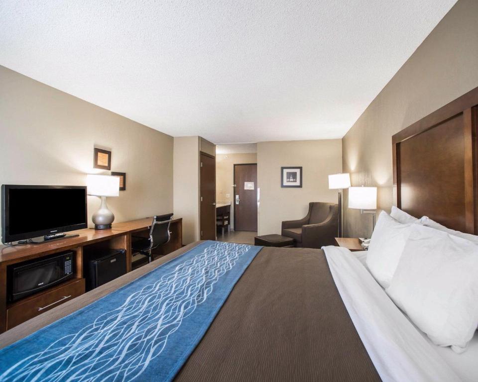 Comfort Inn Amp Suites Hazelwood St Louis Hazelwood
