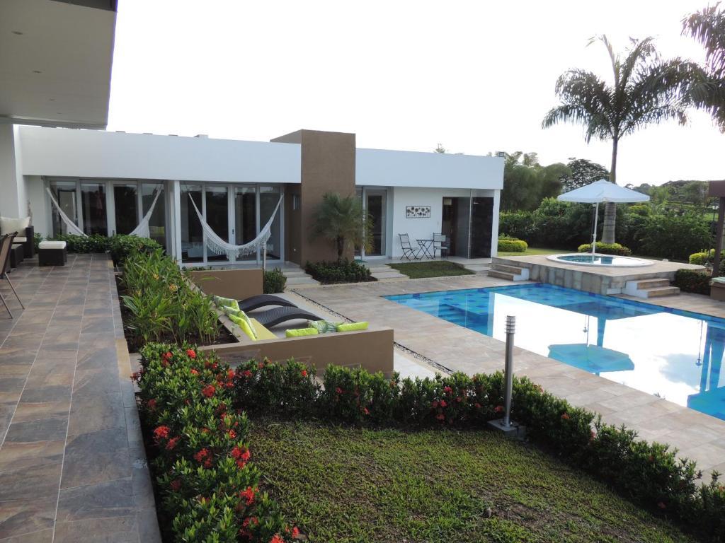 Casa de vacaciones lujosa casa campestre villavicencio for Booking casas