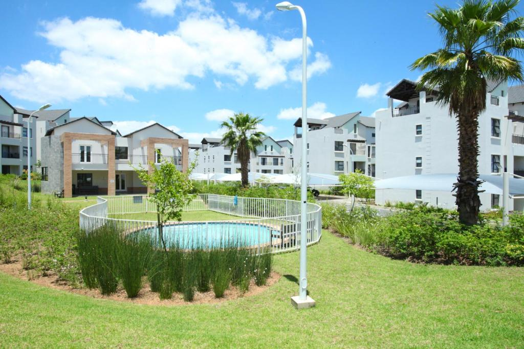 Upmarket complex apartment ivory park informationen for Upmarket hotel