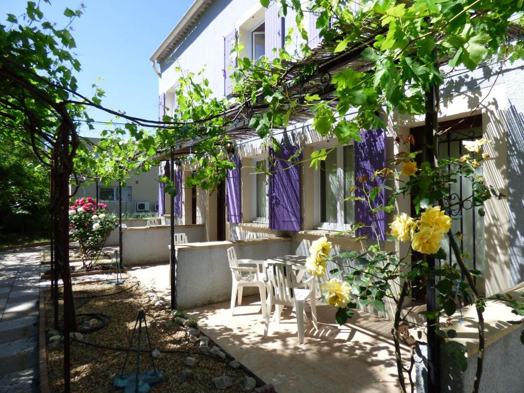 Appart 39 hotel court 39 inn aqua les angles book your hotel for Appart hotel avignon