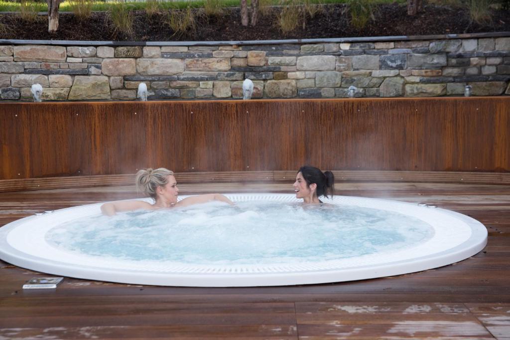 Hotel le chateau des thermes chaudfontaine for Chaudfontaine piscine
