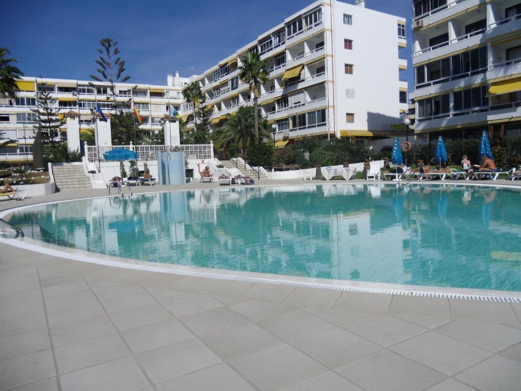Apartamentos aloe santa luc a book your hotel with viamichelin - Apartamentos en playa del ingles baratos ...
