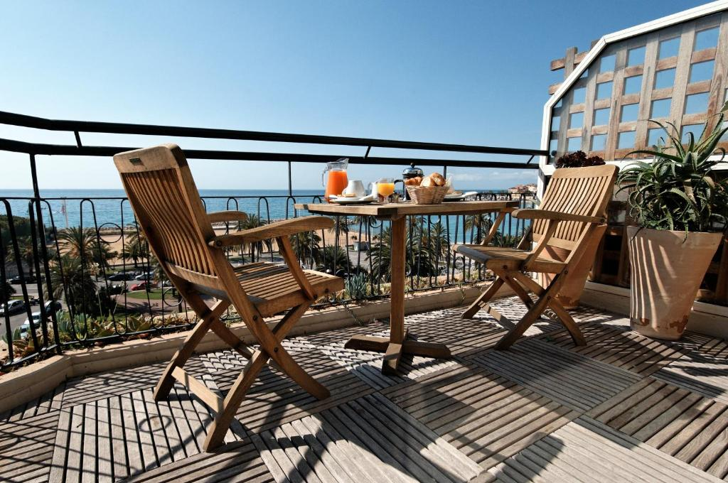 Hotel Napol On Menton Book Your Hotel With Viamichelin