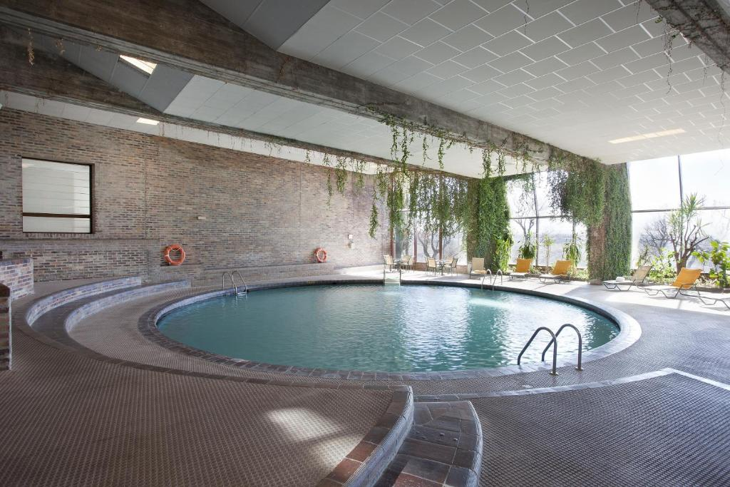 Parador de segovia la lastrilla reserva tu hotel con - Hotel con piscina privada segovia ...