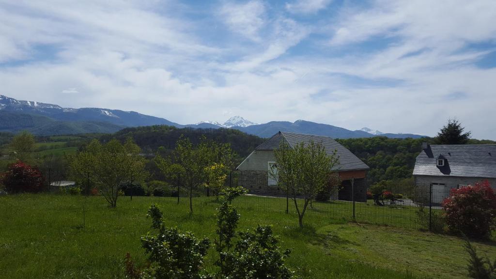 Vacation home la maison sur la colline lies france for Maison sur colline