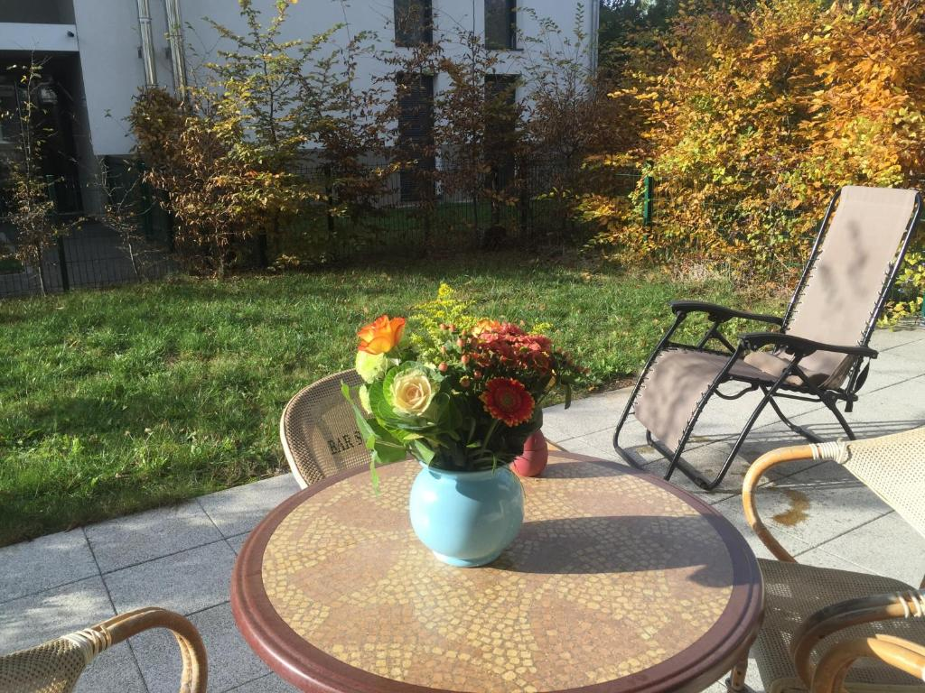 appartamento rez de jardin casas de vacaciones s lestat. Black Bedroom Furniture Sets. Home Design Ideas