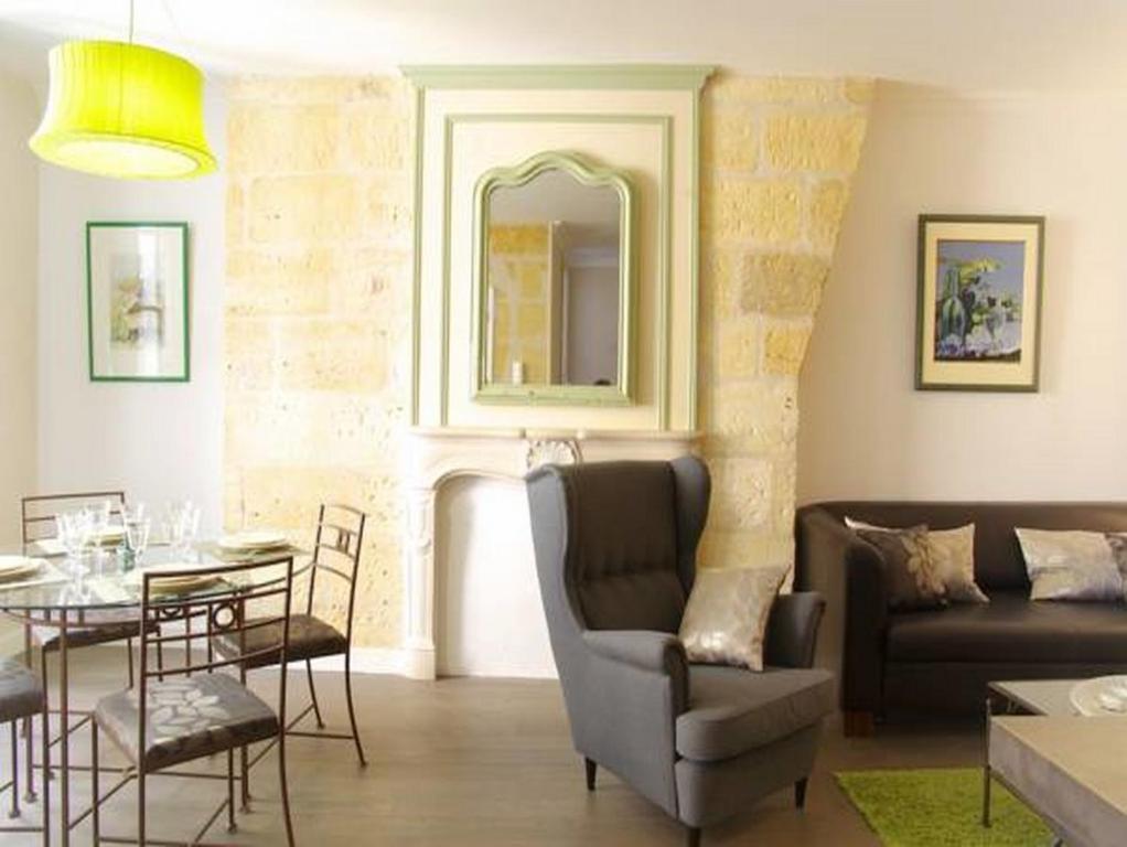 Appartement pey berland locations de vacances bordeaux for Appartement cathedrale ybh bordeaux