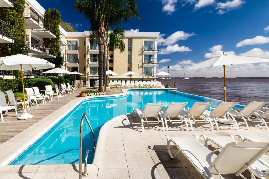 A piscina localizada em Radisson Colonia Del Sacramento Hotel ou nos arredores