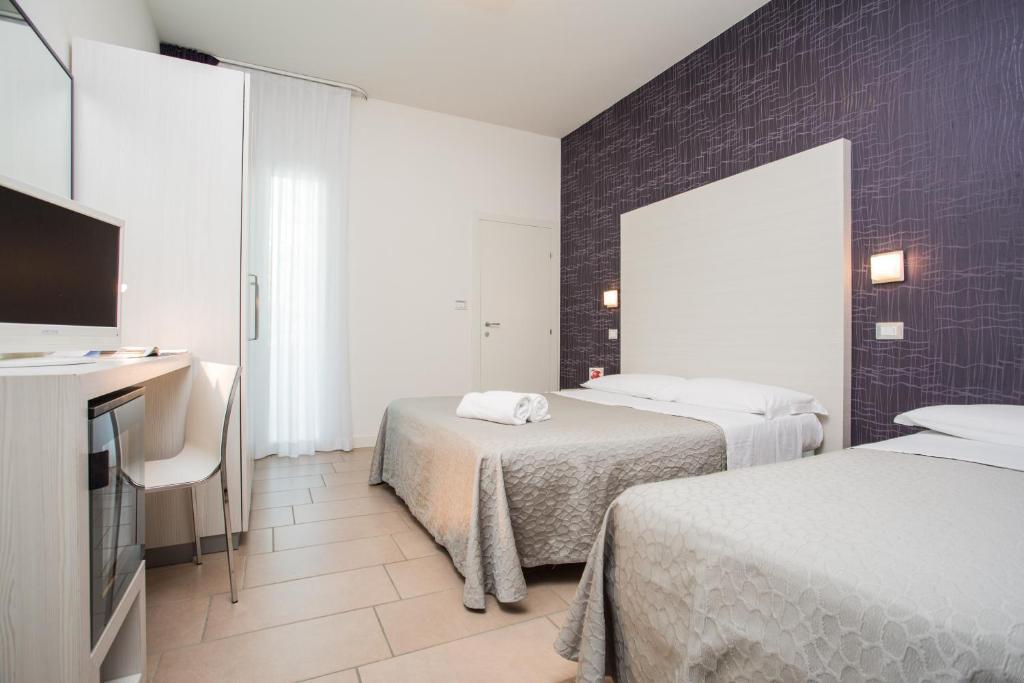 Color mokambo shore design hotel italien cesenatico for Hotel booking design