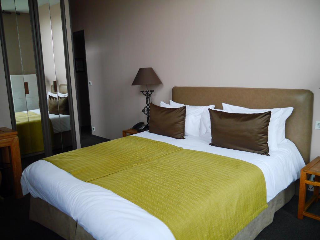 auberge du ch teau bleu villepinte reserva tu hotel con viamichelin. Black Bedroom Furniture Sets. Home Design Ideas
