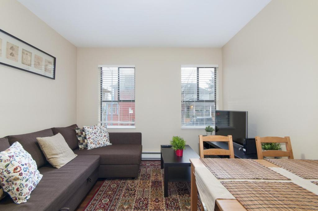 Two Bedroom Apartment In Downtown Vancouver Canad Vancouver
