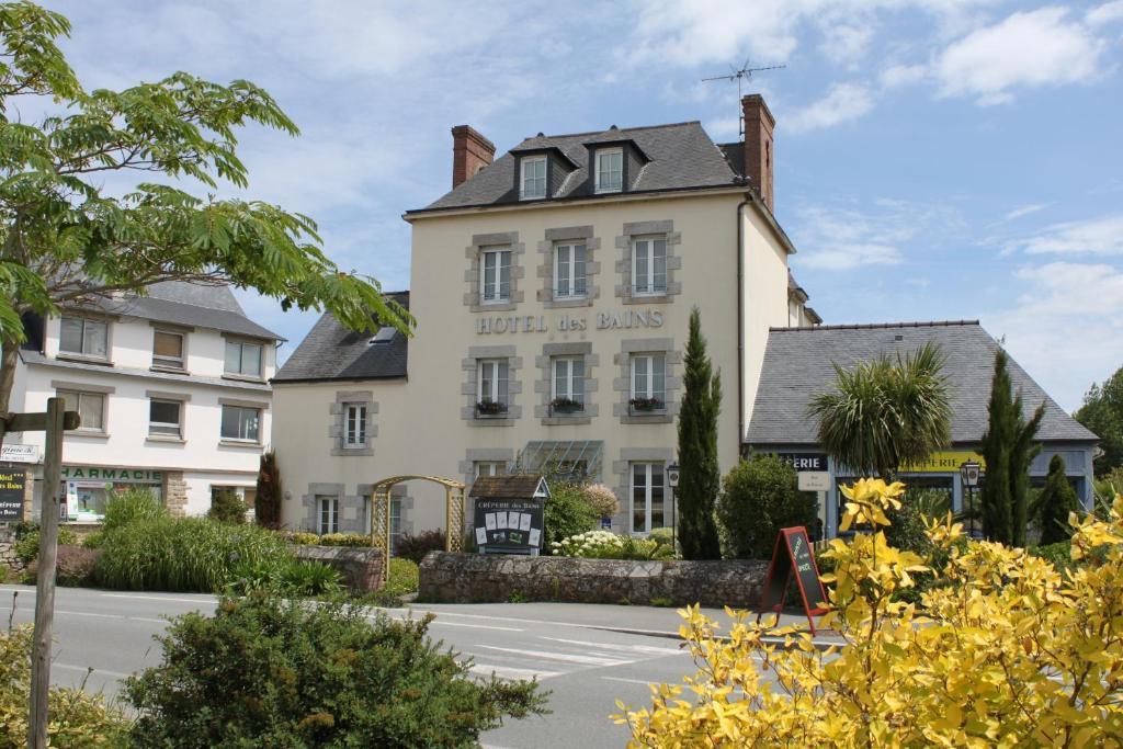 Hotel des bains ploubalay book your hotel with viamichelin for Hotel des bain