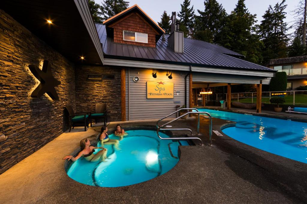 Kingfisher oceanside resort spa courtenay book your hotel with viamichelin for Kingfisher swimming pool prices