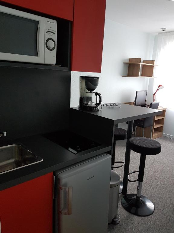 appart hotel reims champ de mars r servation gratuite. Black Bedroom Furniture Sets. Home Design Ideas