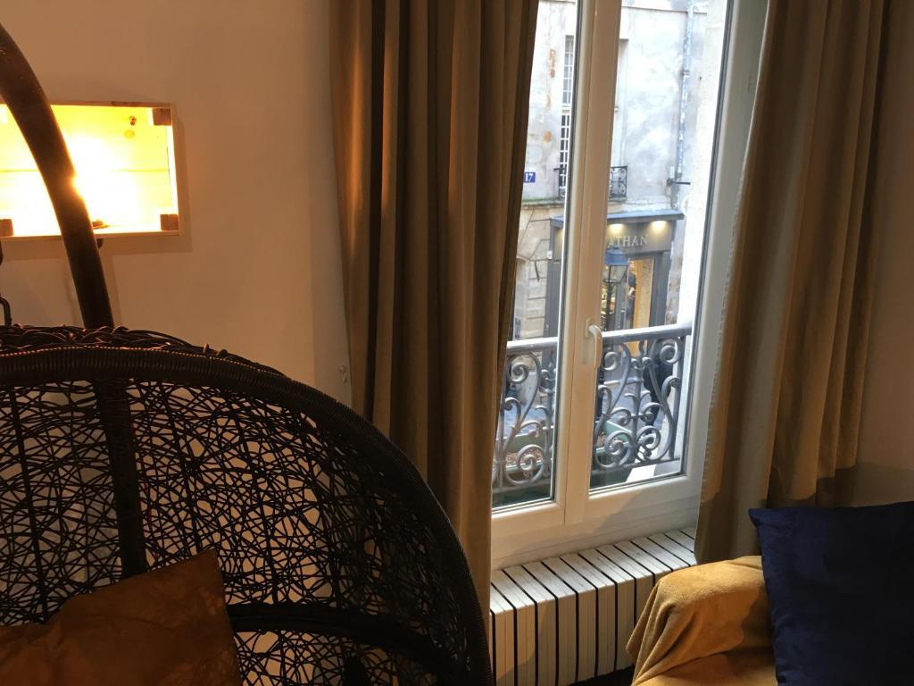 appartement le marais rosiers locations de vacances paris. Black Bedroom Furniture Sets. Home Design Ideas