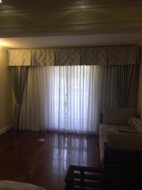 manor court grand suite apartment kingston