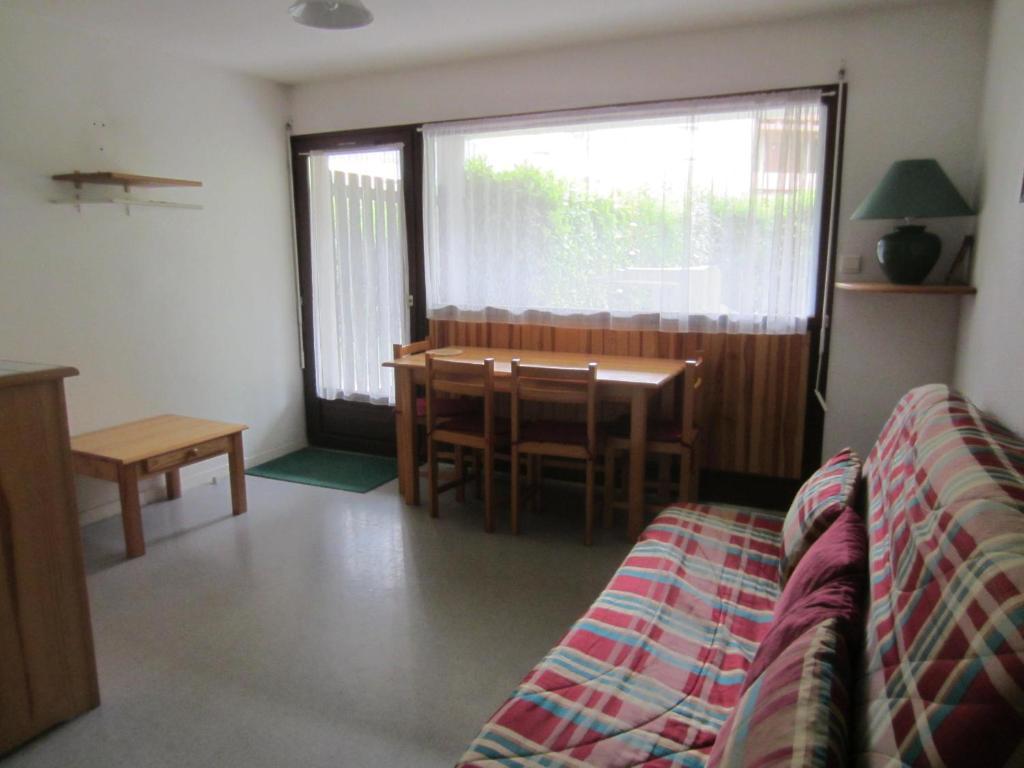 appartement t2 cabine en rez de jardin avec terrasse locations de vacances saint lary soulan. Black Bedroom Furniture Sets. Home Design Ideas