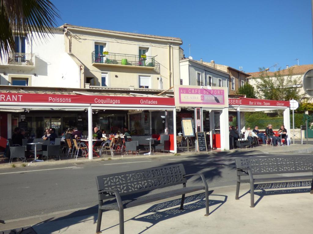 Hotel Et Restaurant Du Port Meze Chez Claire Et Patrick