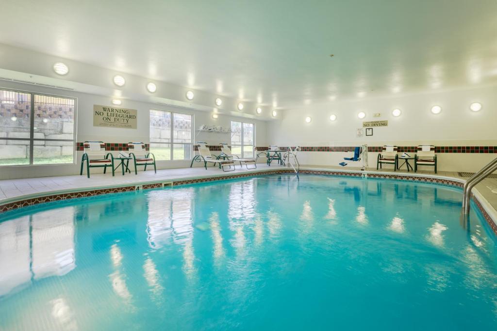 Fairfield Inn Suites Kansas City North Near Worlds Of Fun Kansas City Book Your Hotel With