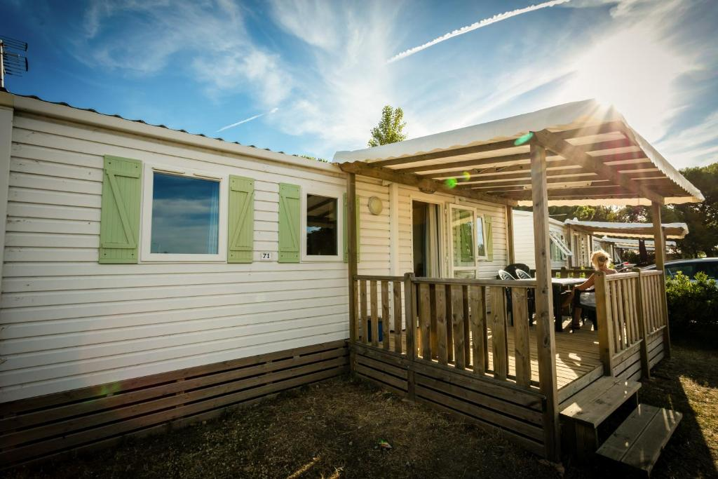 Camping Rives Des Corbi U00e8res  Locations De Vacances Leucate