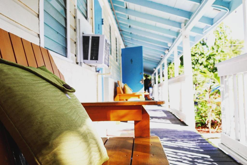 Seashell motel and international hostel key west for Stile key west